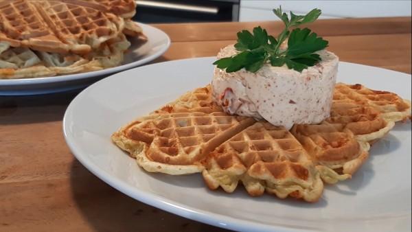 Kaese-Lauch-Waffel-mit-Paprika-Chilli-Frischkaese